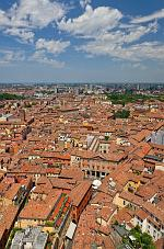 slides/IMG_1995.jpg Italy, Emilia Romagna, Bologna, town, architecture, history, tower, asinelli, view, sky, roof, cloud IVC5 - Italy - Bologna - View from the Asinelli Tower